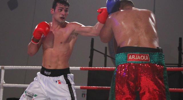 Boxe, Guido Vianello fantastico al debutto tra i professionisti: Luke Lyons va al tappeto! Che vittoria per ko