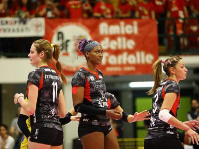 Volley femminile, Serie A1 – Busto Arsizio e Firenze volano ai quarti di finale: ora sfide a Conegliano e Casalmaggiore