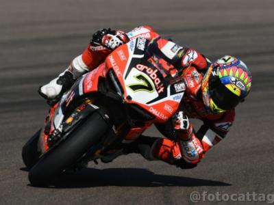 LIVE – Superbike, Round Gran Bretagna in DIRETTA: trionfo di Sykes, Rea è caduto! Melandri quarto, Davies ottavo