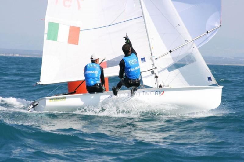 Giacomo-Ferrari-Giulio-Calabrò-Vela-Twitter-Marina-Militare.jpg