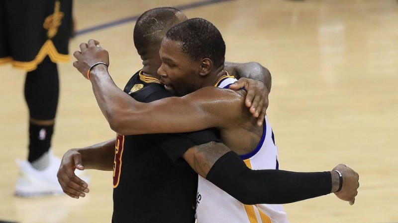 Kevin-Durant-Basket-NBA-Twitter-Golden-State-Warriors.jpg