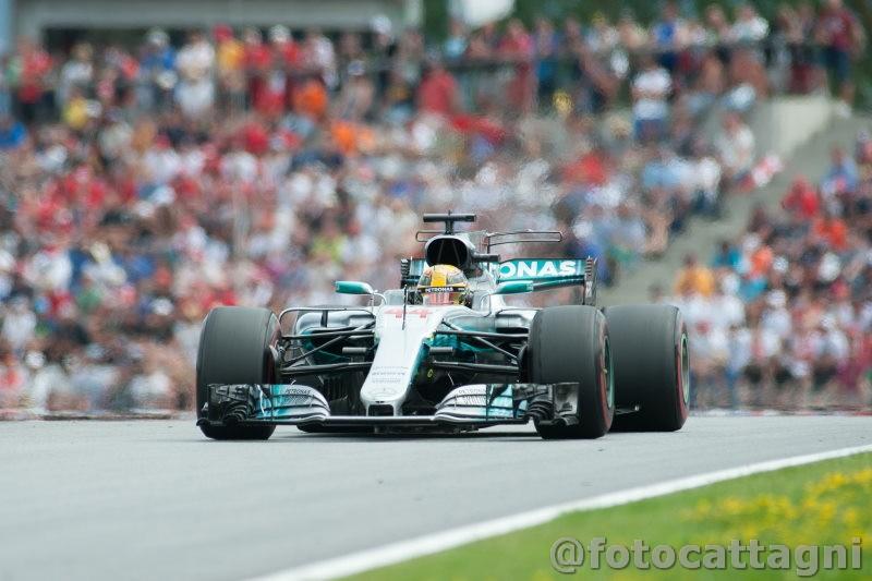 Hamilton eguaglia Michael Schumacher