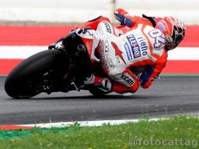 LIVE MotoGP, Qualifiche GP Valencia 2017 in DIRETTA: Marc Marquez centra una grande pole poi cade, Iannone terzo, Rossi settimo, Dovizioso solo nono