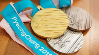 FOTO – Olimpiadi invernali PyeongChang2018: svelate le medaglie