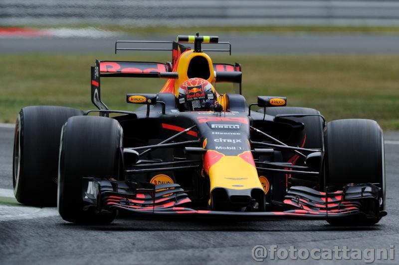 F1, Hamilton trionfa a Singapore. Ferrari ko per incidente