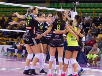 Volley femminile, Serie A1 2017-2018 – Settima giornata: Conegliano e Novara in testa a braccetto, Scandicci e Busto perdono gli scontri diretti