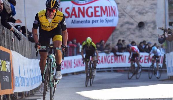 """Classifica Giro d'Italia 2019, prima tappa: Primoz Roglic veste la maglia rosa, 3° Nibali a 23"""", bene Yates"""