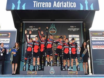 Tirreno-Adriatico 2018, le pagelle della prima tappa. Altra prova magistrale della BMC, il Team Sky penalizzato dal vento