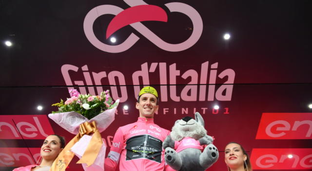 Giro d'Italia 2018, risultato nona tappa: Simon Yates padrone a Campo Imperatore, in crisi Fabio Aru e Chris Froome