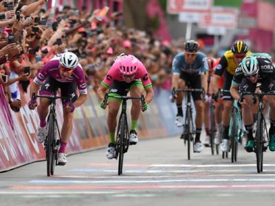 LIVE Giro d'Italia 2018 in DIRETTA: Bennett vince una tappa piena di sorprese sotto la pioggia