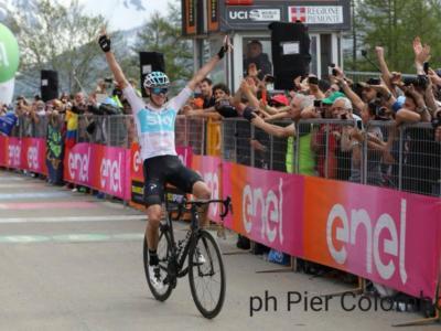 Giro d'Italia 2018, risultato 18a tappa: Chris Froome eroico. Impresa d'altri tempi: ribalta la classifica dopo 80 km di fuga e si prende la maglia rosa