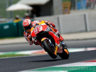 MotoGP, GP Olanda 2018: succede di tutto, ma alla fine vince Marc Marquez. Dovizioso (4°) rovina la gara di Valentino Rossi (5°)