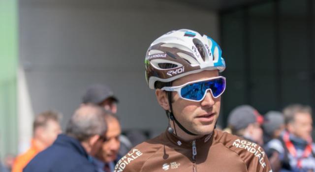 Giro d'Italia 2020, Tony Gallopin cade e si frattura il polso. Il transalpino non ripartirà domani