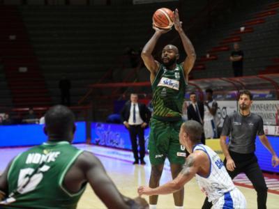 Basket, Serie A 2018-2019: Avellino batte nettamente Cantù con 32 punti di Caleb Green e 21 con 13 assist di Norris Cole