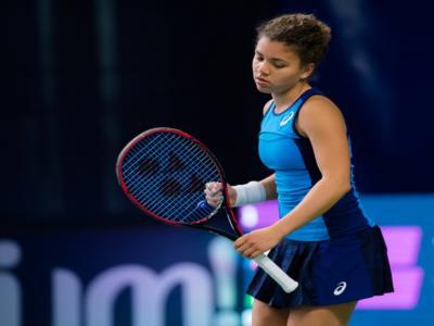 Tennis, WTA Abu Dhabi 2021: Jasmine Paolini cede in due set a Leylah Annie Fernandez nel primo turno