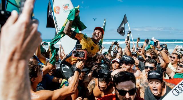 Surf, Gabriel Medina e Carissa Moore si laureano campioni del mondo in California
