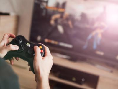 Dalle sale gioco agli schermi di PC e smartphone: oggi il gaming è online