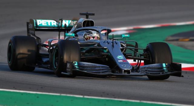 F1, GP Cina 2019: Mercedes costretta a cambiare l'ala anteriore. Soluzione irregolare