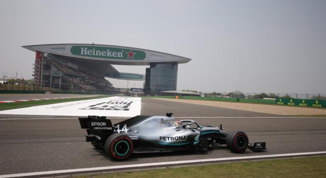 """Lewis Hamilton, F1 GP Cina 2019: """"Abbiamo fatto la differenza sulle Ferrari nelle curve"""""""