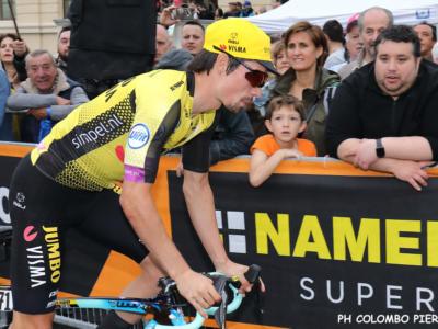Giro d'Italia 2019, Primoz Roglic multato per un traino con la borraccia. Nessuna penalità per la scia delle ammiraglie