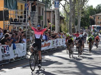 Ciclismo, 49° Trofeo Papà Cervi: Attilio Viviani e Tommaso Fiaschi si inchinano a Filippo Tagliani