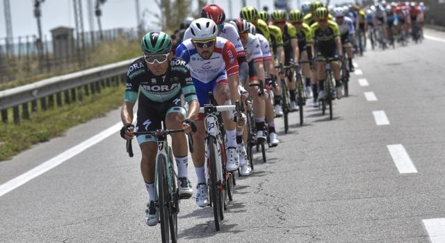 LIVE Giro d'Italia 2019, Ravenna-Modena in DIRETTA: bruttissima caduta, la spunta Demare su Viviani