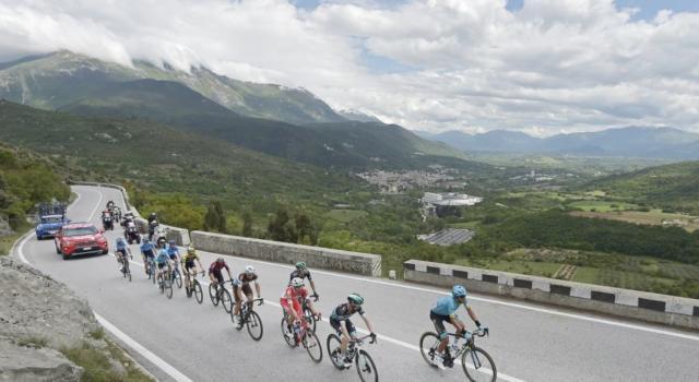 LIVE Giro d'Italia 2019, Tortoreto Lido-Pesaro in DIRETTA: Caleb Ewan la spunta in volata, 2° Elia Viviani