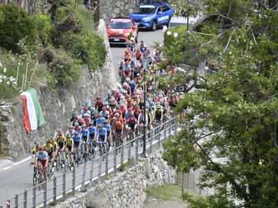 LIVE Giro d'Italia 2019, DIRETTA quindicesima tappa: Nibali cosmico sul Civiglio, attacca con Carapaz! Roglic cade, classifica stravolta