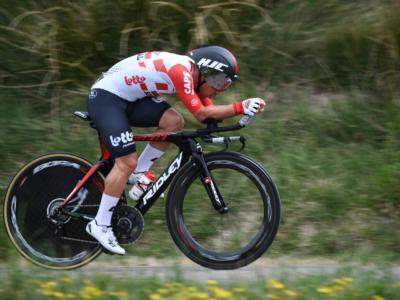 Giro d'Italia 2019, risultato e classifica della tappa di oggi (Tortoredo Lido-Pesaro). Ewan vince in volata, Viviani secondo