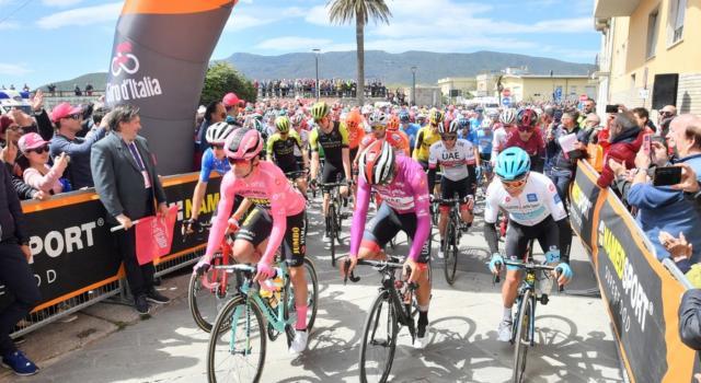 LIVE Giro d'Italia 2019, Orbetello-Frascati in DIRETTA: una caduta crea distacchi. Roglic guadagna 16″ su Nibali, Dumoulin a 4 minuti!