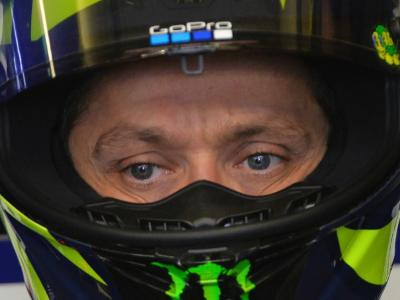 Un quarto di secolo con Valentino Rossi. Un uomo speciale che accarezza l'infinito