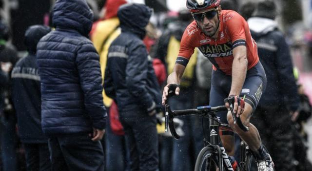Provaci Vincenzo, o tutto o niente. L'Italia intera pedala con Nibali nel tappone dolomitico