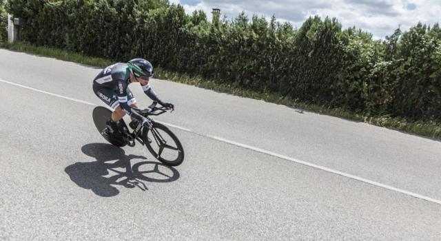 Giro d'Italia 2019, risultato e classifica della tappa di oggi (Frascati-Terracina). Pascal Ackermann batte Gaviria in volata sotto la pioggia