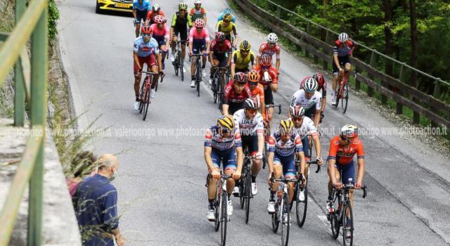 Giro d'Italia 2020, la startlist si arricchisce: ci pensano anche Simon Yates e Viviani? Ci sarà il pubblico sulle strade?