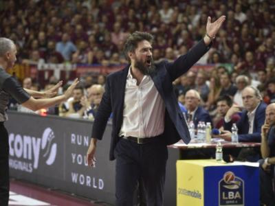 """Basket, la furia di Gianmarco Pozzecco: """"In questo palasport, in tali condizioni, non si può giocare. Chi piange fa schifo"""""""