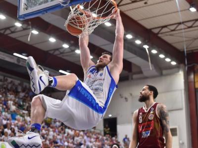Basket, Finale Scudetto 2019, Gara-6: Sassari batte Venezia 87-77 con un grande Cooley e forza la bella al Taliercio