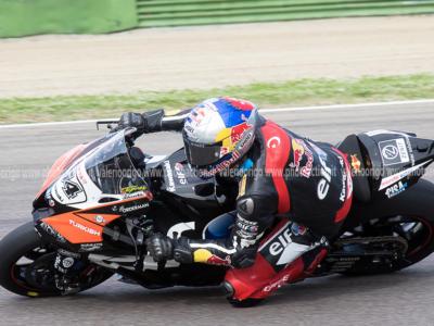 LIVE Superbike, GP Olanda 2021 in DIRETTA: gara-2 in tempo reale. Rea cala il tris di vittorie ad Assen. Terzo Locatelli, fuori Razgatliouglu