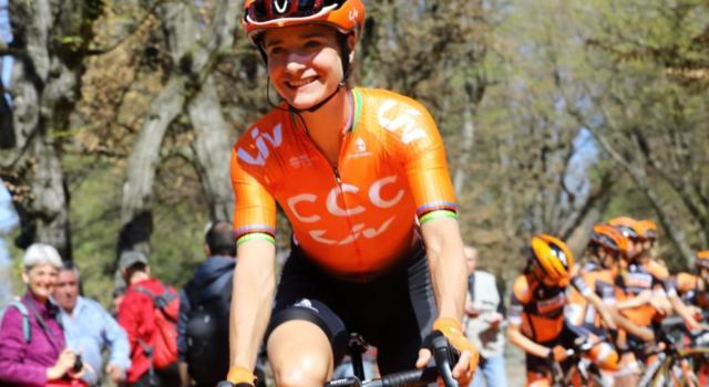 Giro Rosa 2020, sesta tappa: tris di Marianne Vos a Nola. L'olandese sempre più maglia ciclamino
