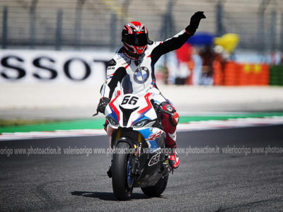 Superbike, GP Gran Bretagna 2019: risultato FP1. Sykes sorprende con la BMW, attardati Rea e Bautista