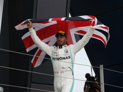 """F1, Damon Hill incorona Lewis Hamilton: """"Come lui non c'è nessuno al momento, in gara fa la differenza"""""""