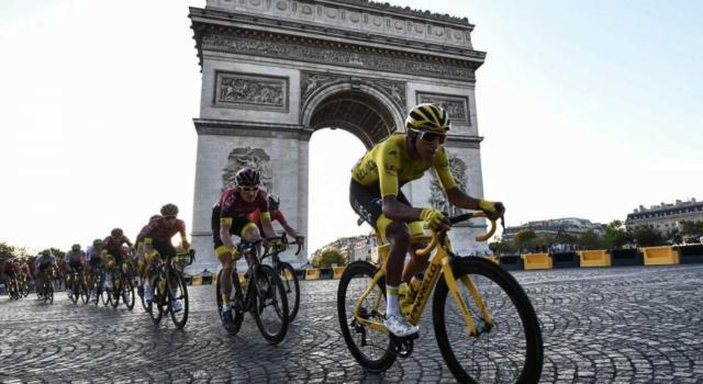 "Il Tour de France 2020 sarà a porte aperte. Prudhomme: ""Ma niente baci e abbracci alle premiazioni, né autografi"""