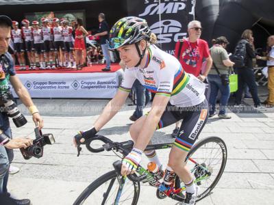 Freccia Vallone 2021: Anna van der Breggen trionfa sul Muro di Huy per il settimo anno consecutivo. Terza Elisa Longo Borghini