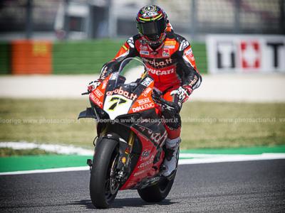 Superbike, risultato gara-2 GP Estoril 2020: Rea cade e Chaz Davies va a vincere l'ultima manche stagionale