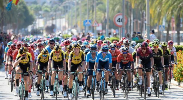 LIVE Volta a la Comunitat Valenciana 2020, Prima tappa in DIRETTA: Dylan Groenewegen beffa la Deceuninck-Quick Step e domina la volata di Vila-Real!