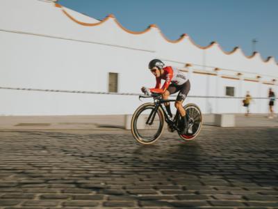 Ciclismo, svelata la causa della morte di Bjorg Lambrecht: ha colpito un riflettore stradale e ha perso il controllo