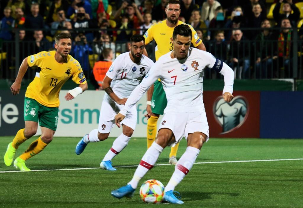VIDEO Cristiano Ronaldo, quattro gol in Lituania-Portogallo 1-5: il ...