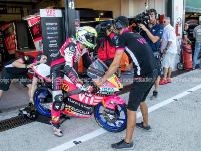 Moto3, warm-up: Raul Fernandez guida il gruppo, Tony Arbolino 5°. Lontani gli altri italiani