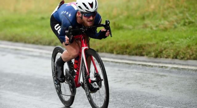 """Ciclismo, la Trek-Segafredo sospende a tempo indeterminato Quinn Simmons per via di alcuni suoi tweet ritenuti """"divisivi"""""""