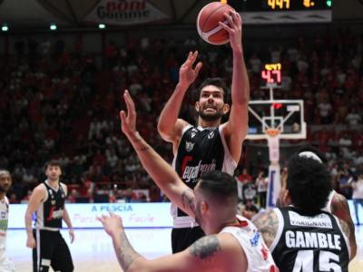 LIVE Virtus Bologna-Venezia basket, Serie A in DIRETTA: 75-70, vincono le V nere con 22 punti e 7 assist di Teodosic, c'è l'aggancio a Sassari