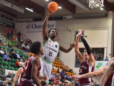 Basket, Champions League 2019-2020: finale da brivido a Sassari, la Dinamo vince 79-78 sul Lietkabelis con 24 punti di Pierre